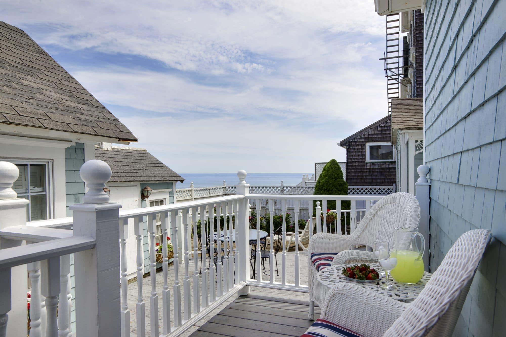 13 Blue Dory Inn 6-2011