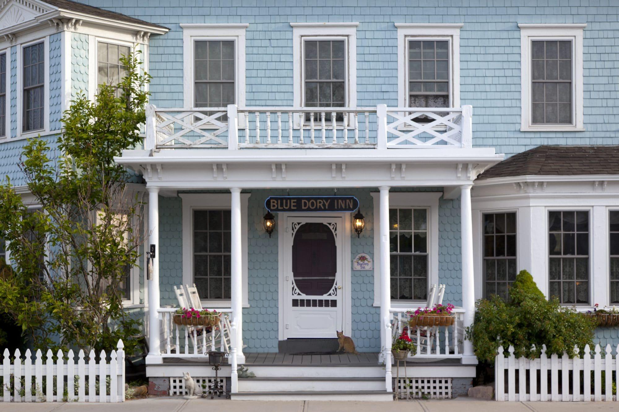 21 Blue Dory Inn 6-2011