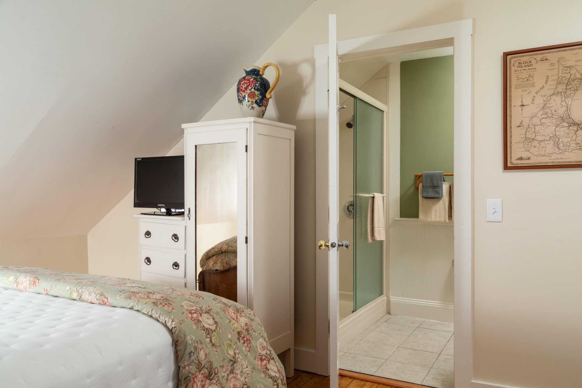Blue-Dory-Rooms-Queen-Anne-4
