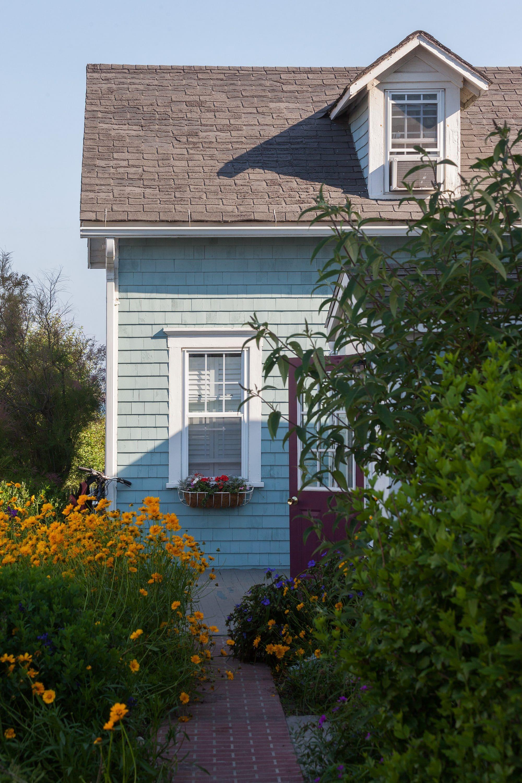 Cottage1716 6-2012
